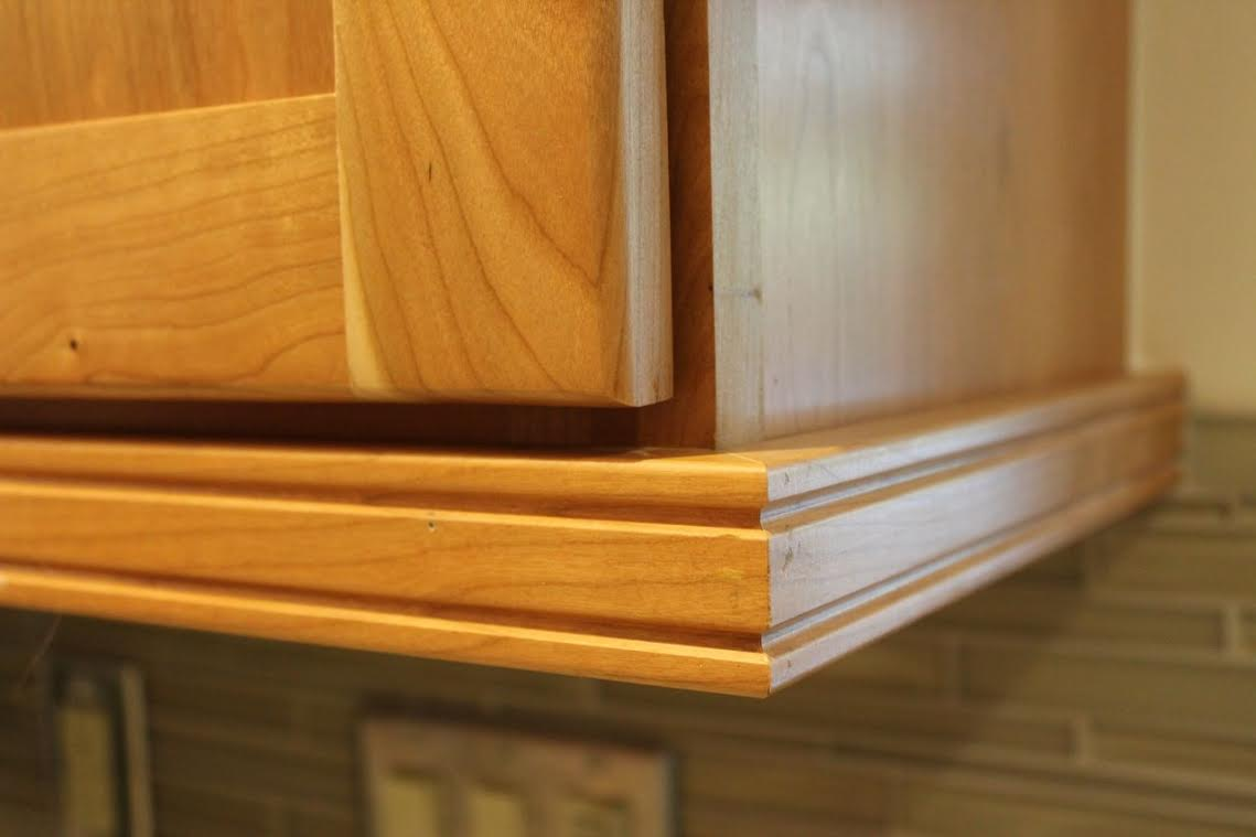 Light rail moulding rtl woodwork for Kitchen cabinets 90808